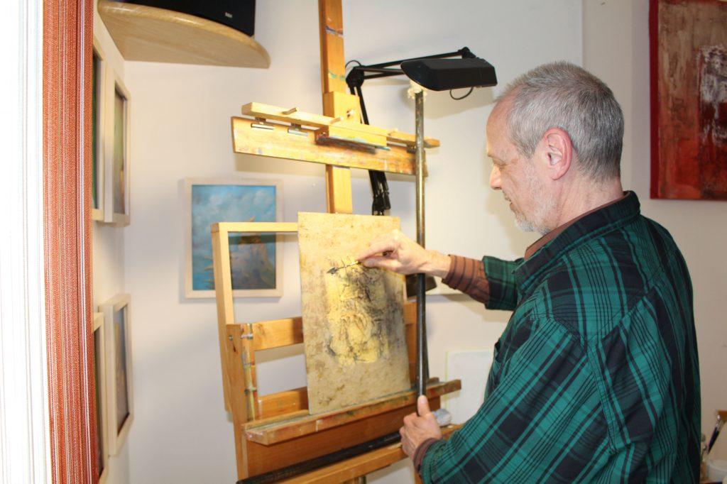 Herr-Martens-bei-der-Arbeit-in-seinem-Atelier-