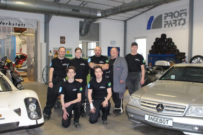 In der Autowerkstatt Die Autospezialisten in Bad Münstereifel werden Kunden offen und ehrlich beraten.