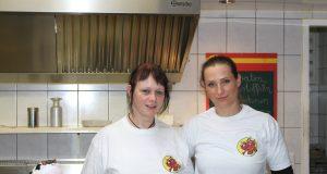Siggis Imbiss in Bad Münstereifel: Mandy Wagner und Michaela Fey kochen mit Leidenschaft.