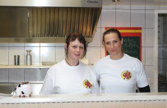 Siggis Imbiss in Bad Münstereifel: Mandy Winter und Michaela Fey kochen mit Leidenschaft.