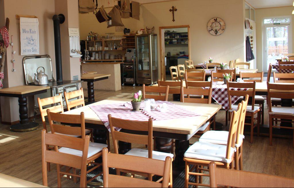 Hier haben viele Gäste Platz: Der Gastraum im Cafe Em Höhnerstall