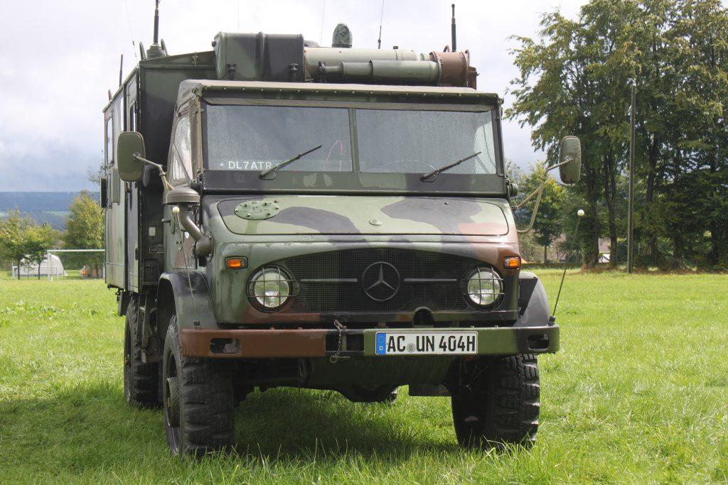 Hans-Jürgen Bersch hat mit dem Unimog eine mobile Funkstation