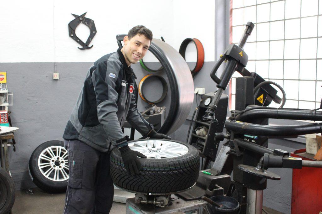 Herbstzeit ist Reifenwechselzeit: Die Kfz-Reparaturwerkstatt Zilles ist vorbereitet