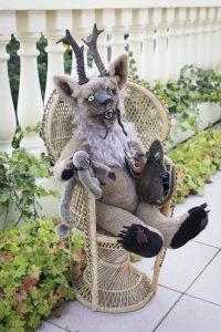 Gruseln hat einen gewissen Reiz – das findet auch Adelheid Grimm und gestaltet Teddies der ganz besonderen Art: Krampus-Teddys