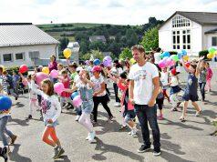 Uwe und Kinder: Videodreh an der Grundschule Dahlem