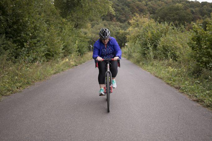 Eifel Hero Bettina Bauerfeind beim Radtraining