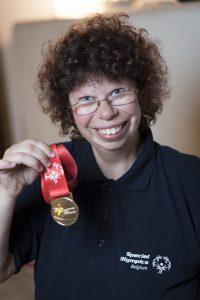 Sonja Kather vom BSC Ostbelgien mit ihrer Goldmedaille