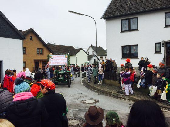 Karnevalsumzug am Veilchendienstag in Hecken